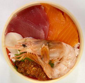 鮪翔万の海鮮丼900円